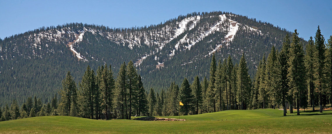 squaw-golf-with-winter-mountain